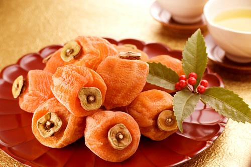 Không-chỉ-rất-ngon-quả-hồng-còn-chứa-nhiều-dưỡng-chất-tốt-cho-sức-khỏe.
